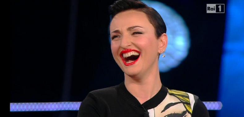 A X Factor Arisa si presenta brilla, il web impazzisce