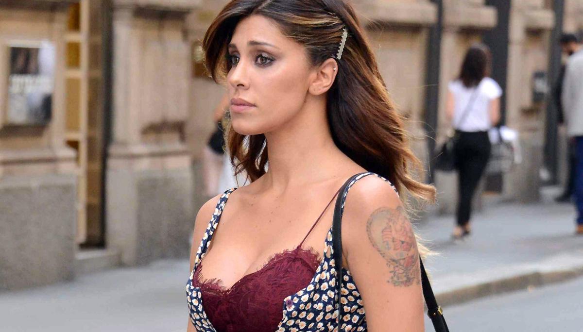 Home Gossip Belen Rodriguez: suo fratello da piccolo è spiccicato a Santiago