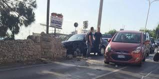 A Bari, tragedia stradale, si ribalta un'auto e perde la vita un uomo di 45 anni