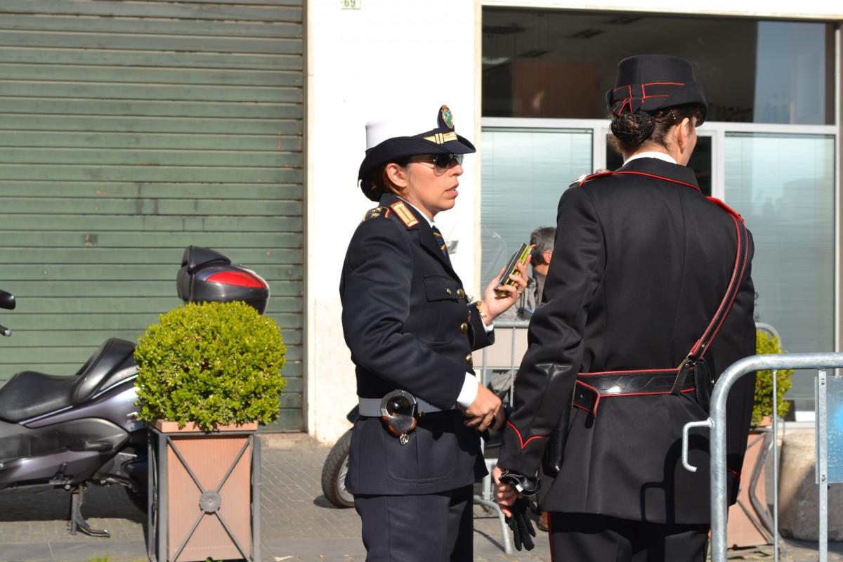 Bari, a Madonnella vicino entra in casa di un anziano e lo prende a martellate per rubare tv