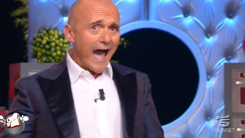 Grande Fratello Vip, Alfonso Signorini nella bufera, fa una bruttissima gaffe, ecco chi gli risponde