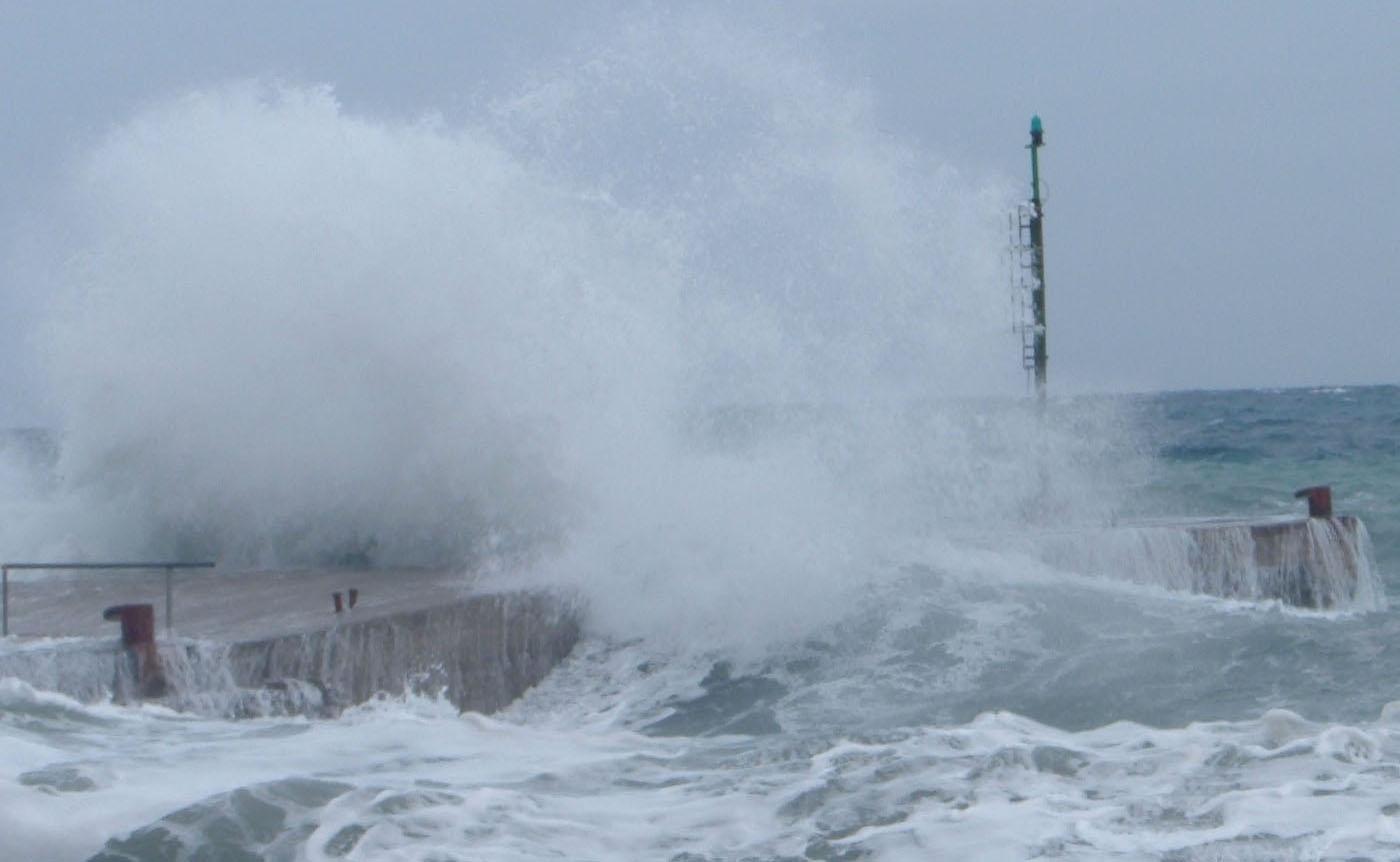 Puglia, brusca diminuzione delle temperature, raffiche fortissime di vento, mareggiate e neve