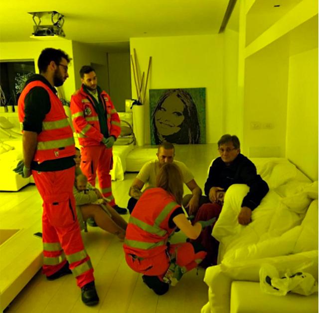 Naike Rivelli posta una foto del fratello Andrea Fachinetti soccorso dal 118, il web si rivolta