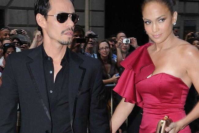 Marc Anthony e Jennifer Lopez si baciano in pubblico ai Grammy Awards, subito dopo il cantante annuncia il suo divorzio
