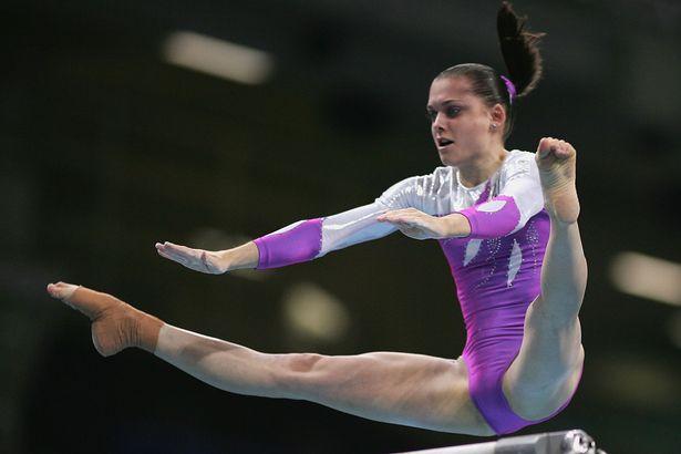 Cirque du Soleil choc, durante un numero una ginnasta sbaglia e precipita a terra, gravissime le sue condizioni