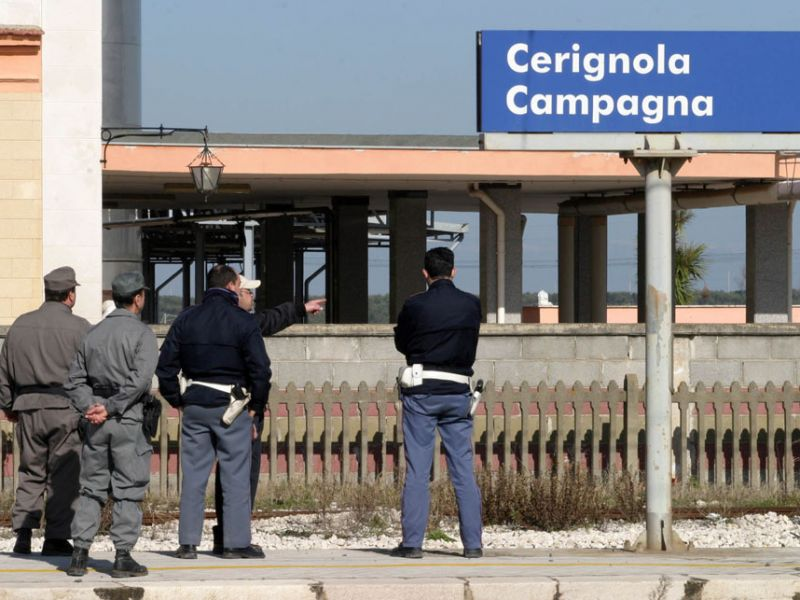 Tratta ferroviaria Bari-Foggia assalto alla diligenza da parte di malviventi armati, scene da Far West