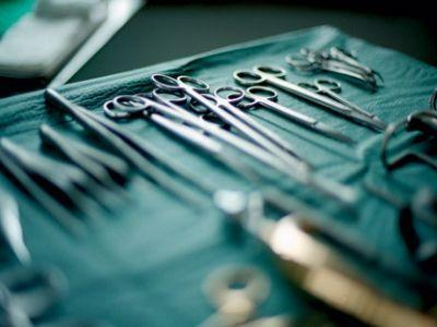 Intervento al seno postato integralmente su Facebook e la paziente in diretta ringrazia l'equipe medica