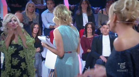 Durante la prima puntata di Selfie violenta lite tra Katia Ricciarelli e Tina, la Ricciarelli abbandona lo studio