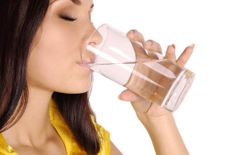 Quanta acqua al giorno bisogna bere? overdose da acqua