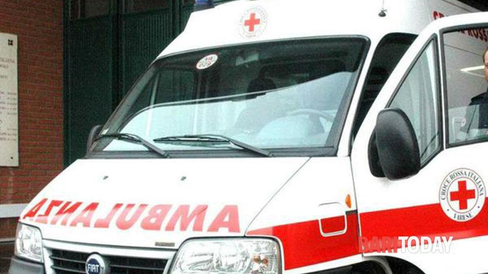 Tragedia sfiorata sulla Adefia-Casamassima, auto si ribalta