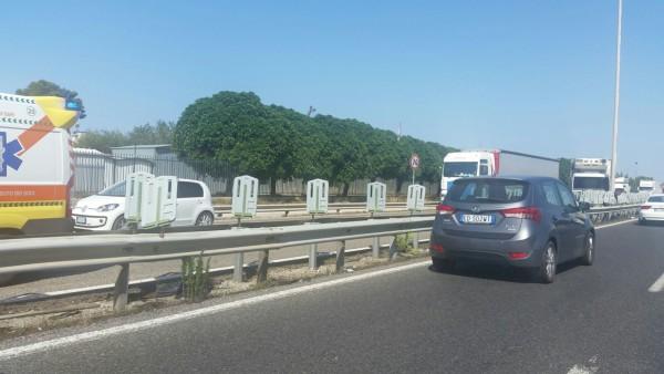 Bari, accusa malore mentre è al volante sulla SS16, ecco casa è accaduto alle altre automobili