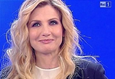 lorella-cuccarini_r439_thumb400x275