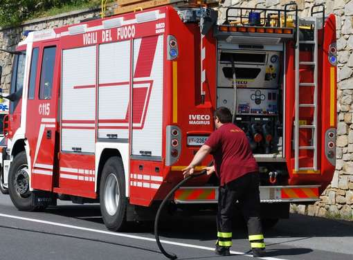 Terrore sulla sp231 cadono calcinacci dal ponte intervengono vigili del fuoco per scongiurare crolli