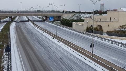 Bari chiusi tangenziale ed aeroporto manca il sale, la rabbia di automobilisti e passeggeri