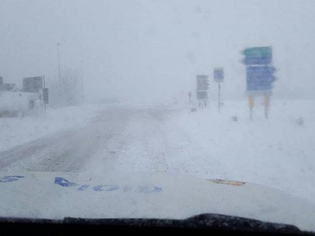 Tormenta di neve a Bari, situazione drammatica, frazioni e città isolate, statale 100 e 96 chiuse al traffico