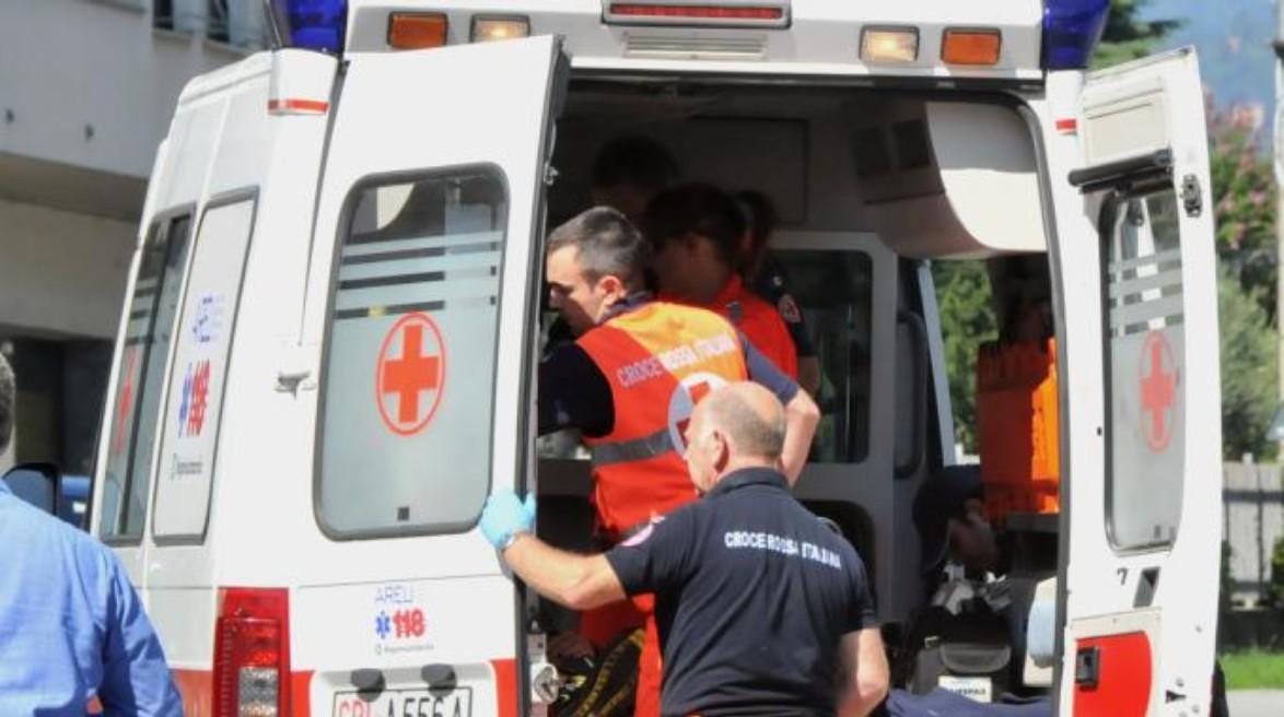 Bari, incidente sulla statale 16, tre auto coinvolte, sul posto polizia ambulanze e rallentamenti