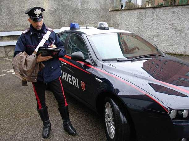 Puglia, rapinatore entra in una tabaccheria e minaccia proprietario con un machete, rubato incasso della giornata