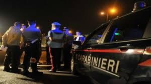 Statale 16 del terrore, commando incappucciato in azione sottrae Mercedes