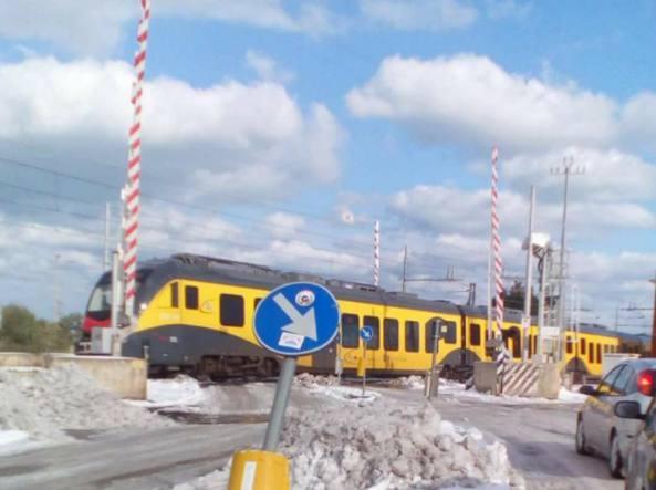 Ferrotramviaria Bitonto-Bari, nuova tragedia sfiorata passaggio livello rimane aperto mentre passa sulla linea della morte un treno