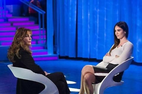 Verissimo, lite sfiorata tra Silvia Toffanin e Giuliana De Sio, grandissima tensione in studio