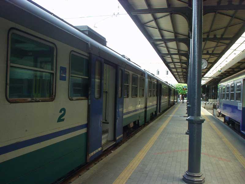 Puglia, 25enne travolto e ucciso da un treno, la linea Adriatica momentaneamente interrotta