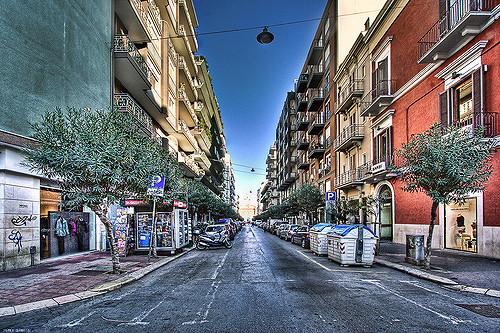 Bari, via Putignani, uomo morto per strada