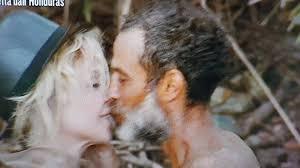 Isola dei famosi, Paola Barale sbarca in Honduras e Raz le sussurra una frase all'orecchio