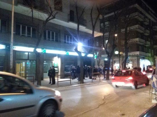 Puglia, attimi di terrore in una gioielleria in pieno centro, banditi entrano con caschi e martelli, messi in fuga dal titolare dell'esercizio commerciale