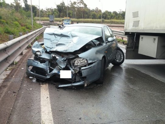 Puglia, terribile incidente Alfa Romeo impatta contro mezzo pesante, due in codice rosso