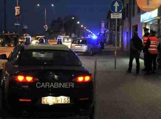 Polignano a Mare, furto nella notte in un bar, poi fuga e sparatoria con i vigilanti