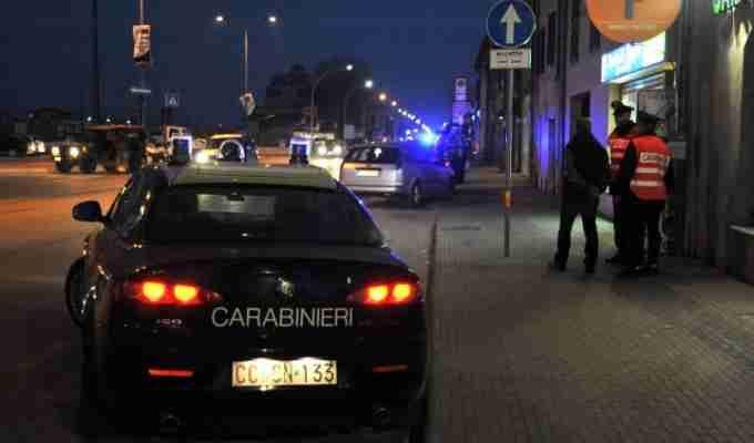 Italia, Duplice orrendo omicidio, prima droga le vittime e poi le bastona, presunto colpevole chiama la polizia e si costituisce