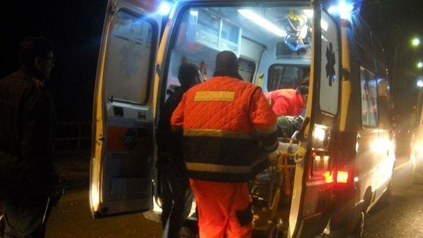Pirata della strada fugge dopo schianto frontale e lascia morire 56enne ferito