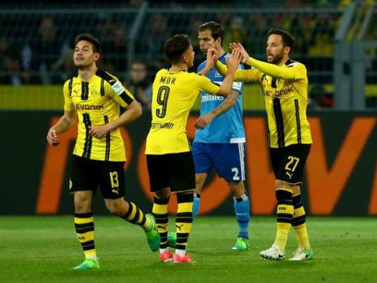 Dortmund terrore sul pullman tre esplosioni, ferito un calciatore