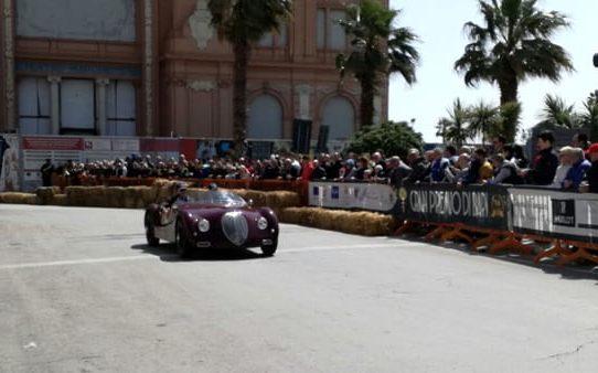 Gran Premio di Bari, sul lungomare sfrecciano i bolidi degli anno '40 e '50, tantissimi spettatori