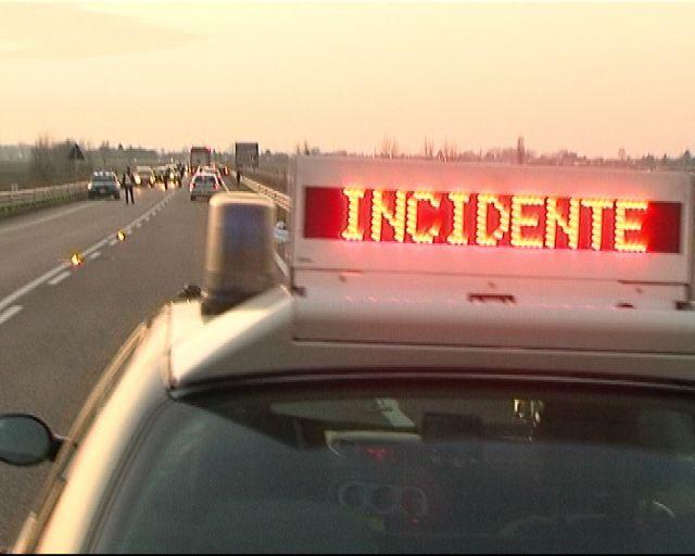 Gravissimo incidente stradale, sei feriti auto distrutte