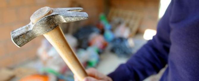 Puglia choc, armato di martello e fuori di se semina terrore