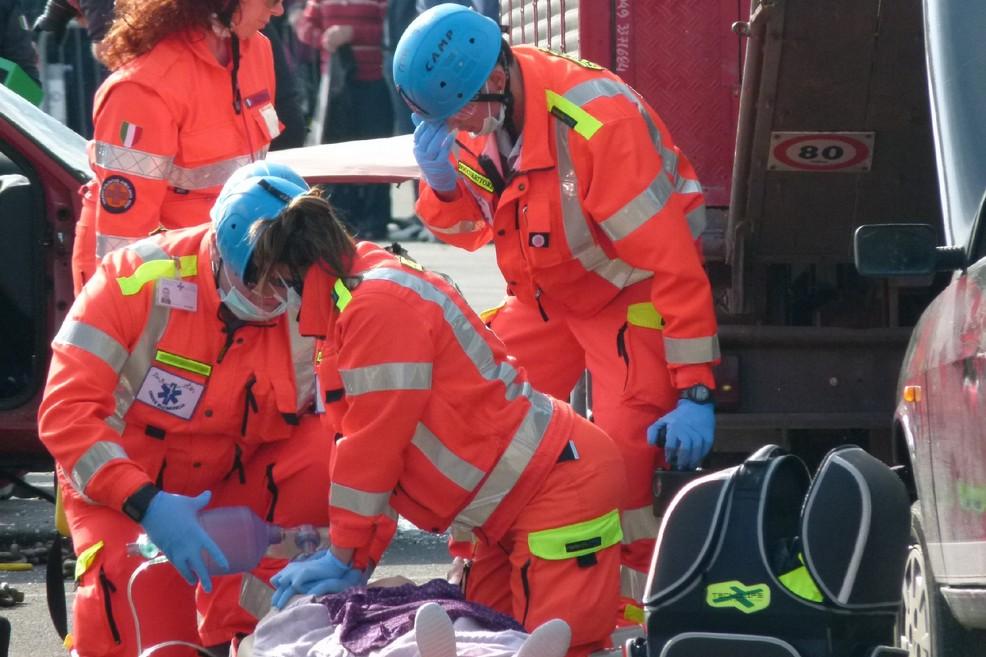 Puglia, terribile impatto sulla litoranea tra un pullman e una Fiat Punto, feriti padre, madre e piccola di due anni