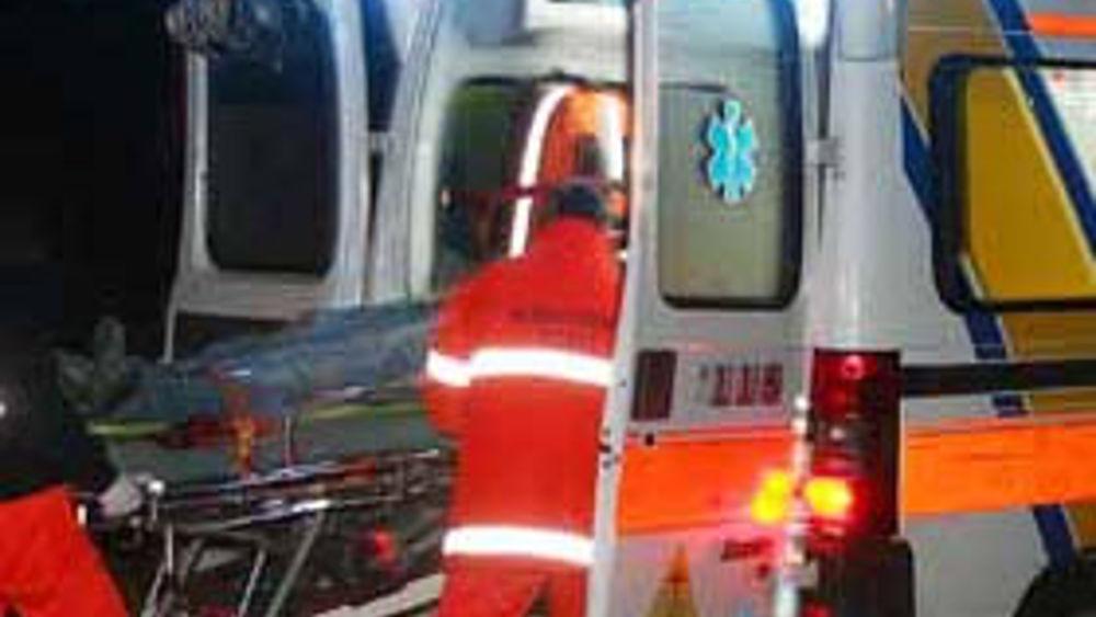 Puglia, terribile incidente sulla statale 16bis, auto impatta violentemente contro guard rail, gravi due giovani