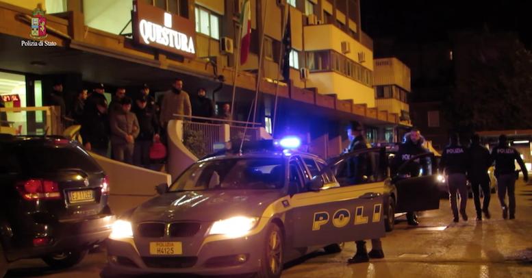 Puglia, conflitto a fuoco tra banditi e poliziotti, dopo assalto a al bancomat della banca Credem