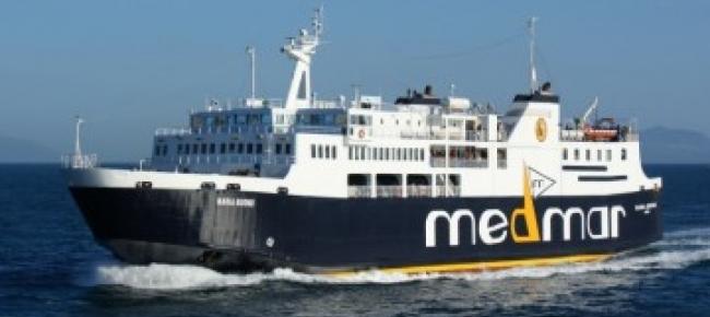 Paura, urla, panico tra i passeggeri, traghetto per Ischia finisce contro la banchina, 55 i passeggeri feriti
