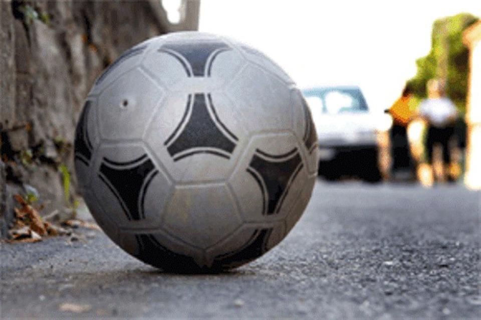 Piccoli litigano per una partita di pallone, nasce una sparatoria tra genitori