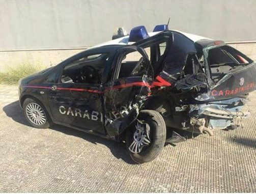 Puglia, ubriaco al volante su statale 16 travolge auto dei carabinieri, feriti i due militari, uno è gravissimo