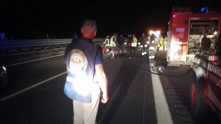 Puglia, A14 terribile incidente tra Alfa Romeo e Tir, muore ragazzo di 20 anni, gravi i suoi genitori
