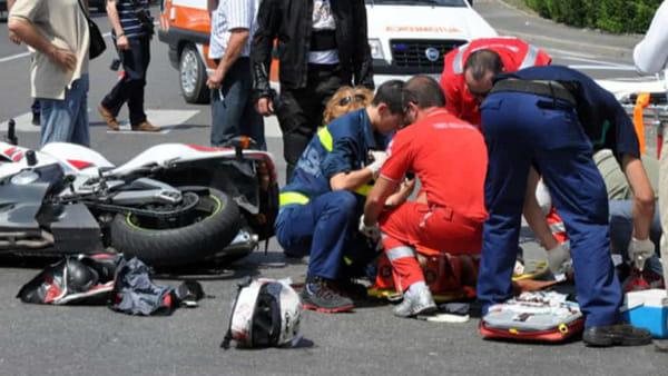 Puglia, incidente sulla strada della morte, scontro auto contro moto, perde la vita centauro