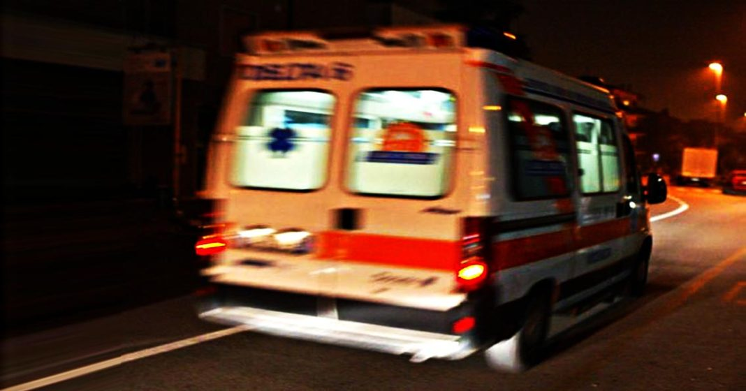 Bari, statale 16 curvoni di Palese, violento schianto auto distrutta, ferito conducente