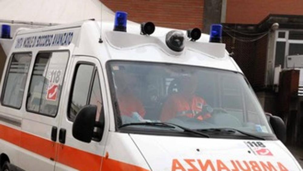 Puglia, uomo travolto e investito da un'auto a pochi passi dalle strisce pedonali, è grave