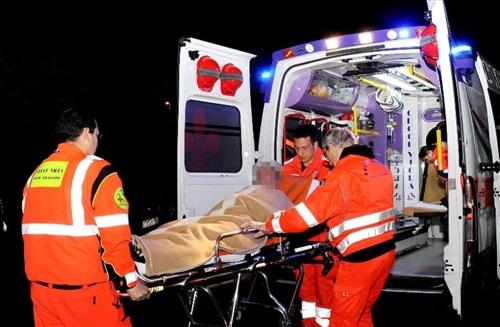 Brutale incidente, scontro tra un tir e una moto, muore papà di 44 anni, gravissimo il piccolo figlio