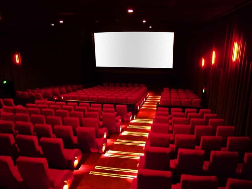 Tragedia sfiorata, crolla il controsoffitto di un cinema mutisala, feriti