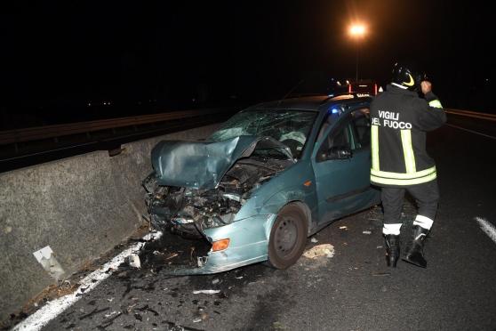 Terribile incidente uomo prende contromano una superstrada e muore, gravissima una donna