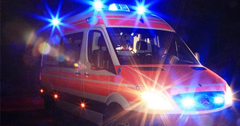 Tragedia sfiorata cade intonaco dal tetto del Duomo mentre si celebra un matrimonio, feriti un uomo e un bambino